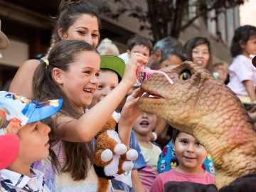 Animatronic dinosaurs are heading to Bath Racecourse in September